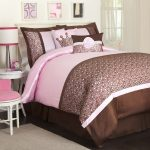 Color Combination Of Pink And Bown On Bed Cover And Pillows Pink Chair Lamp Fur Carpet