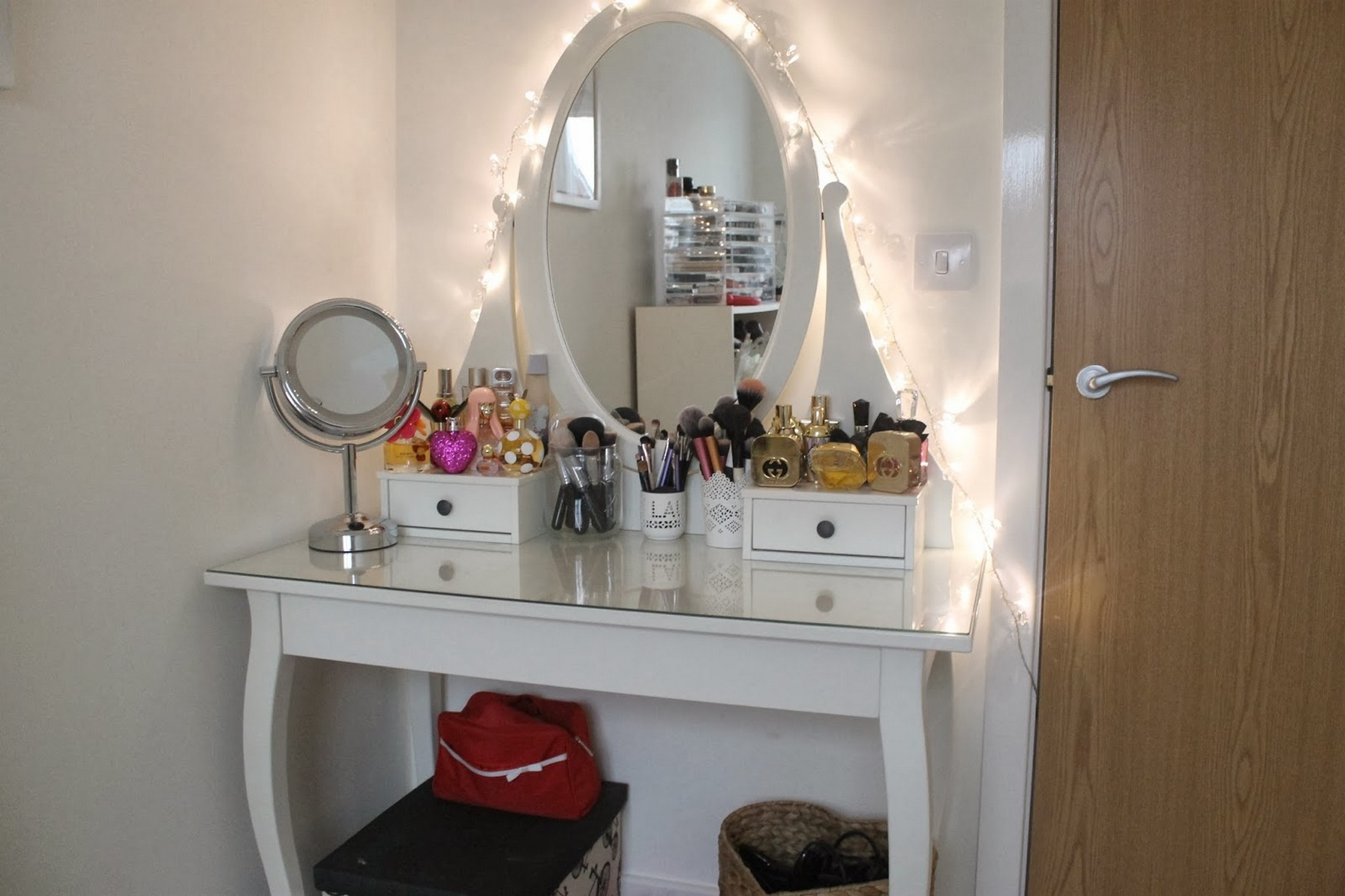 Superb Elegant White Polished Wooden Makeup Table With Lights And Oval Mirror