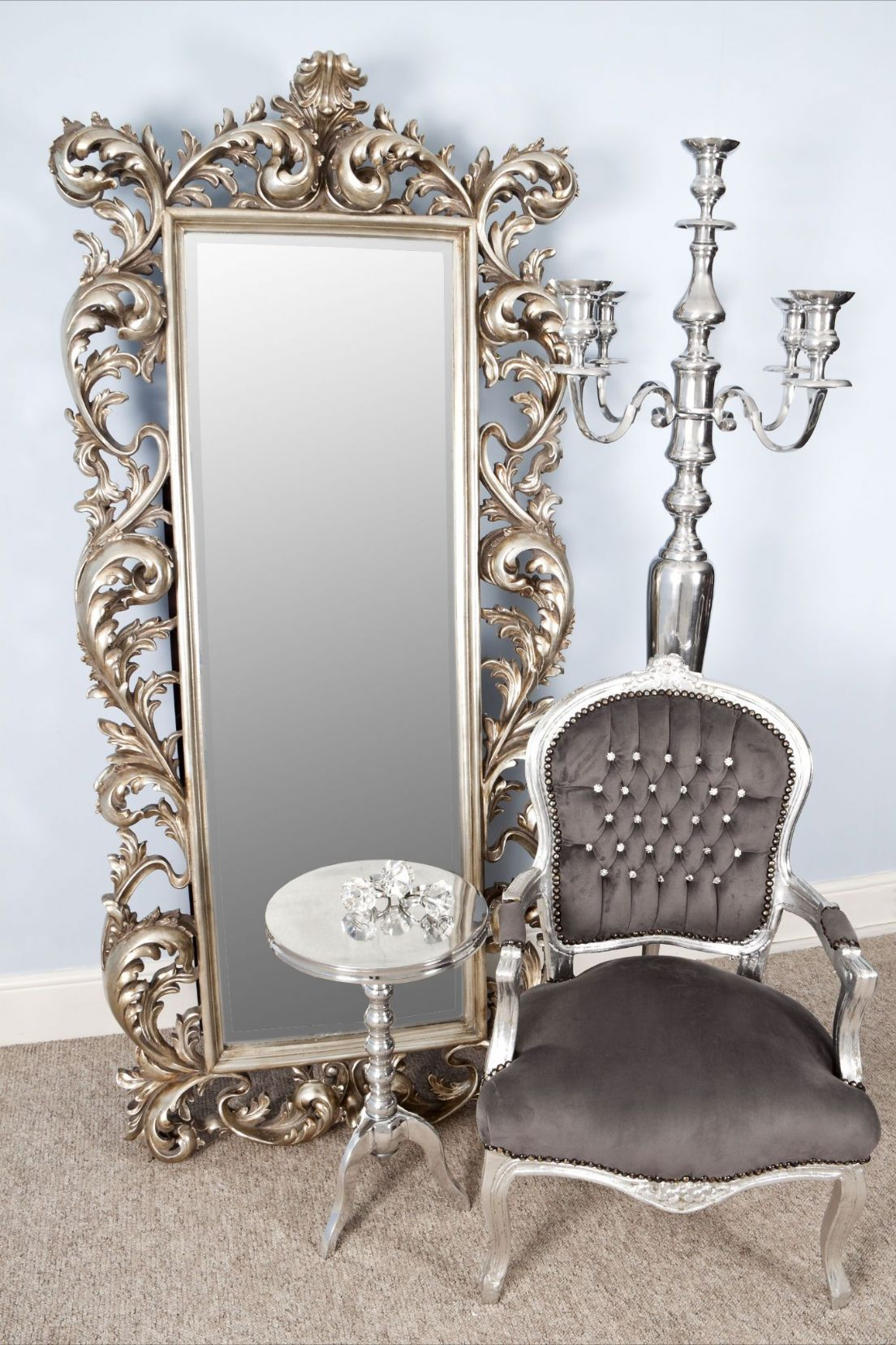 Antique looking mirrors add a little classic touch to for Large a frame