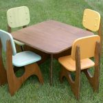 Kid's table and chairs made of wooden