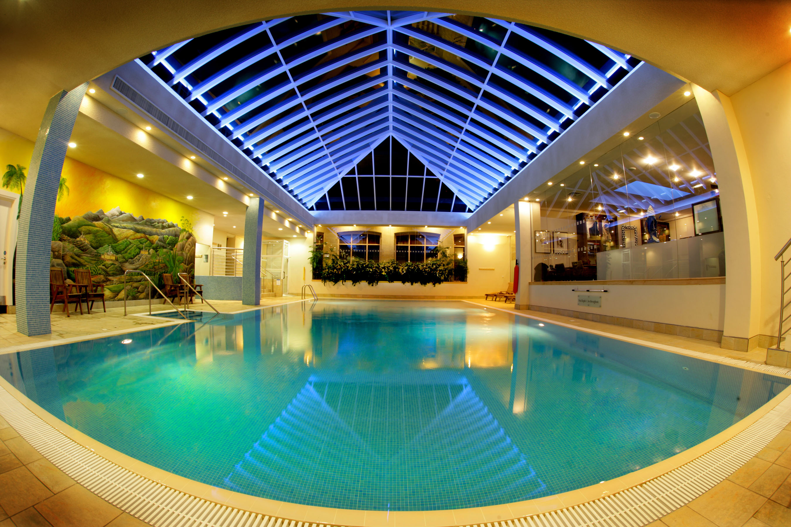 Indoor swimming pool ideas homesfeed for Indoor garden pool