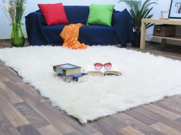 fluffy white rug a small floor feature for ultimate beauty and comfort homesfeed. Black Bedroom Furniture Sets. Home Design Ideas
