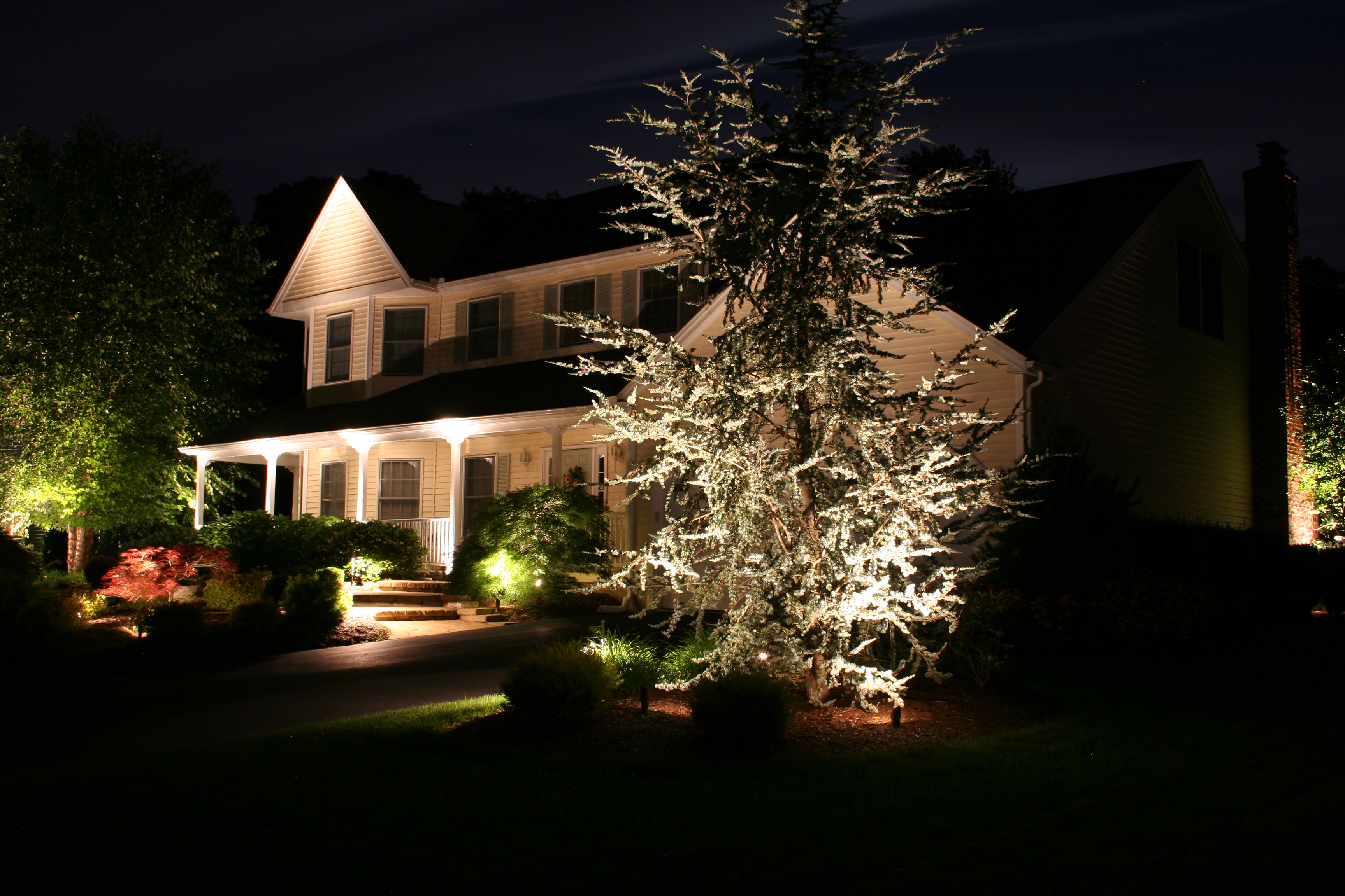 Outside christmas lights ideas homesfeed lighting design of outdoor house for christmas mozeypictures Gallery
