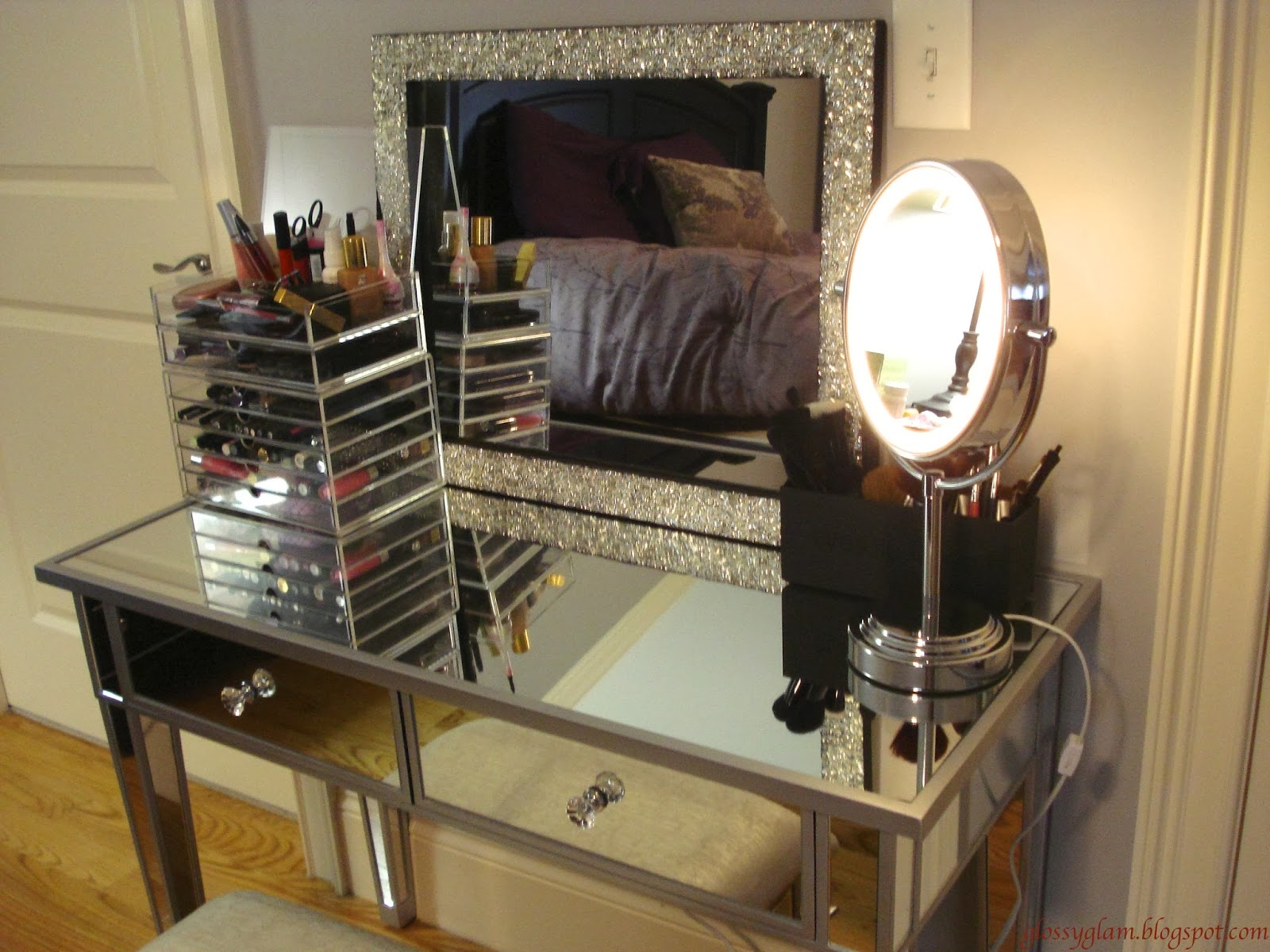 Vanity With Lights And Chair : Makeup Vanity Table with Lights HomesFeed