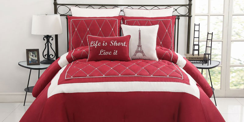 Red and White Comforter Ideas HomesFeed : Luxurious and cozy white and red comforter a pair of bedside tables a classic table lamp a bed furniture with black metal headboard from homesfeed.com size 800 x 400 jpeg 65kB
