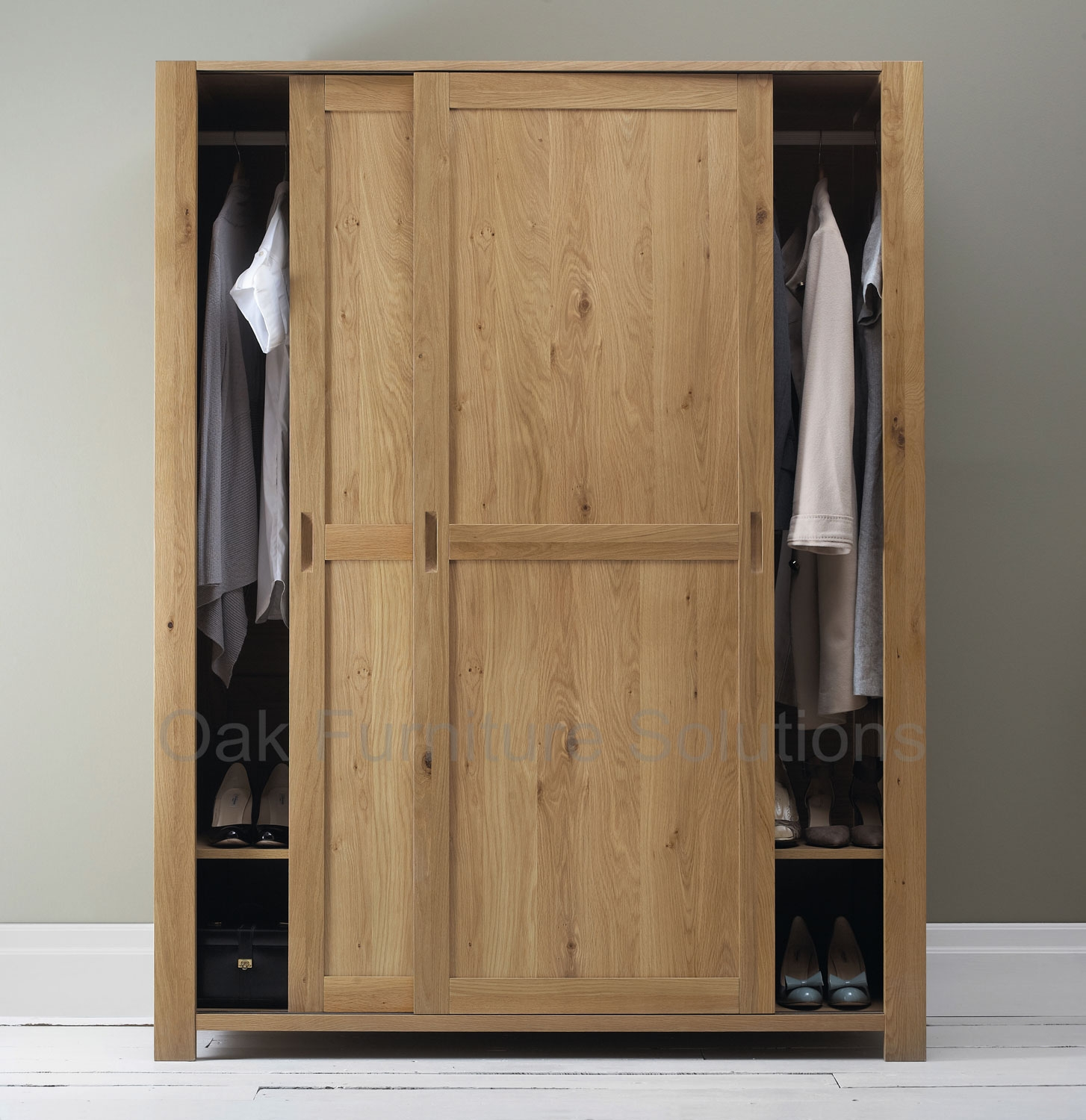 oak wood of sliding door for closet