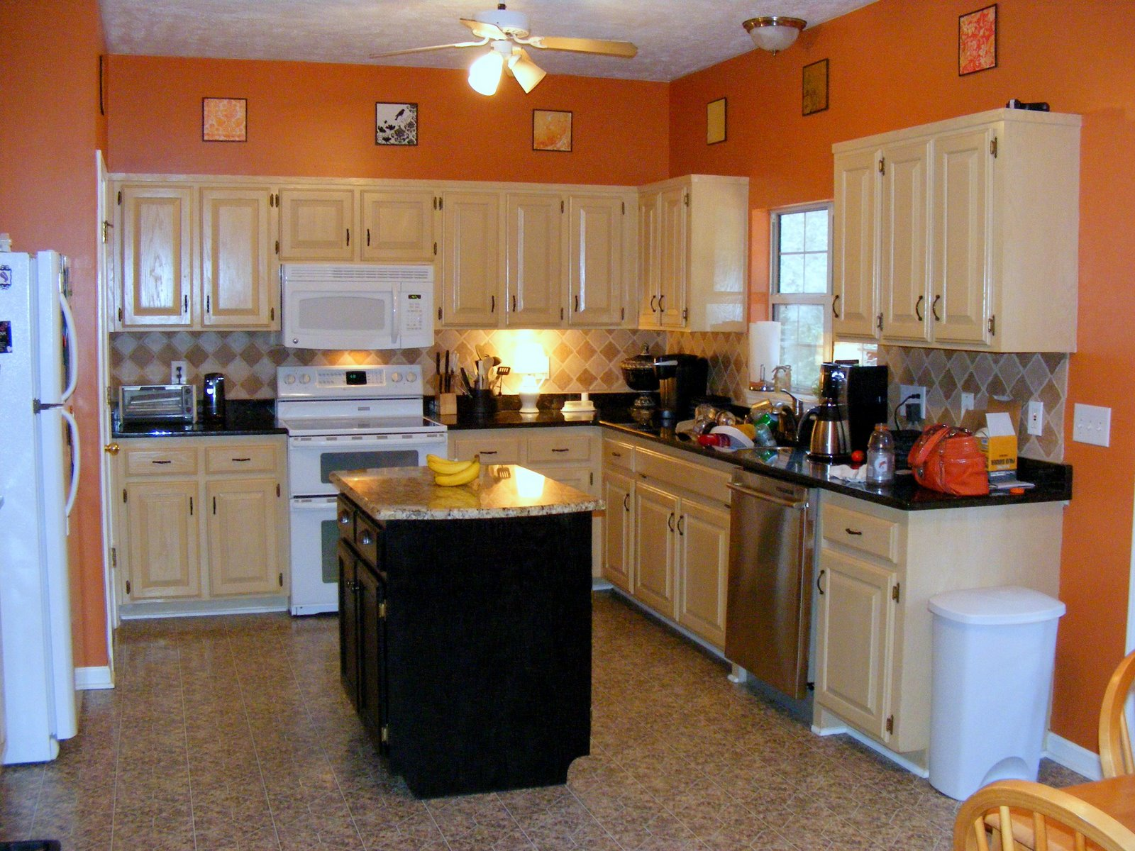 Good colors for kitchens homesfeed for Kitchen set 2015