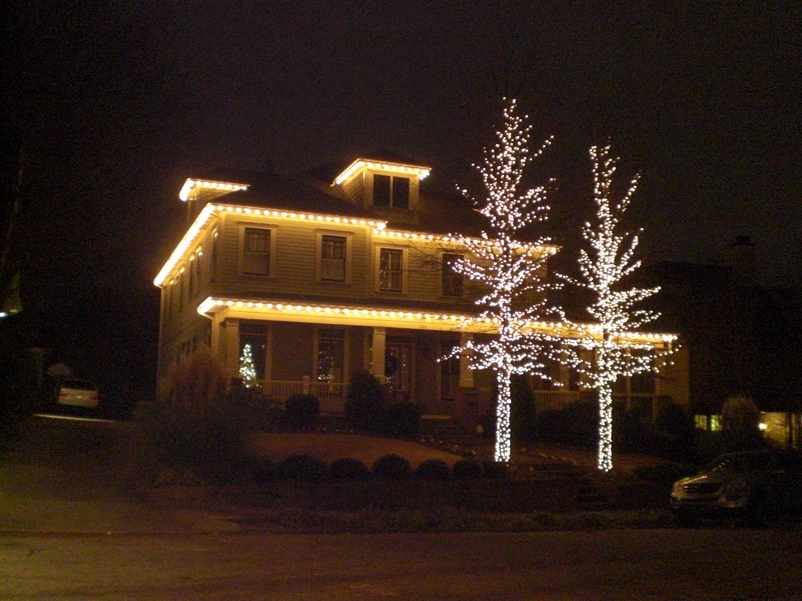 Outdoor House Decorations For Christmas : Outside christmas lights ideas homesfeed