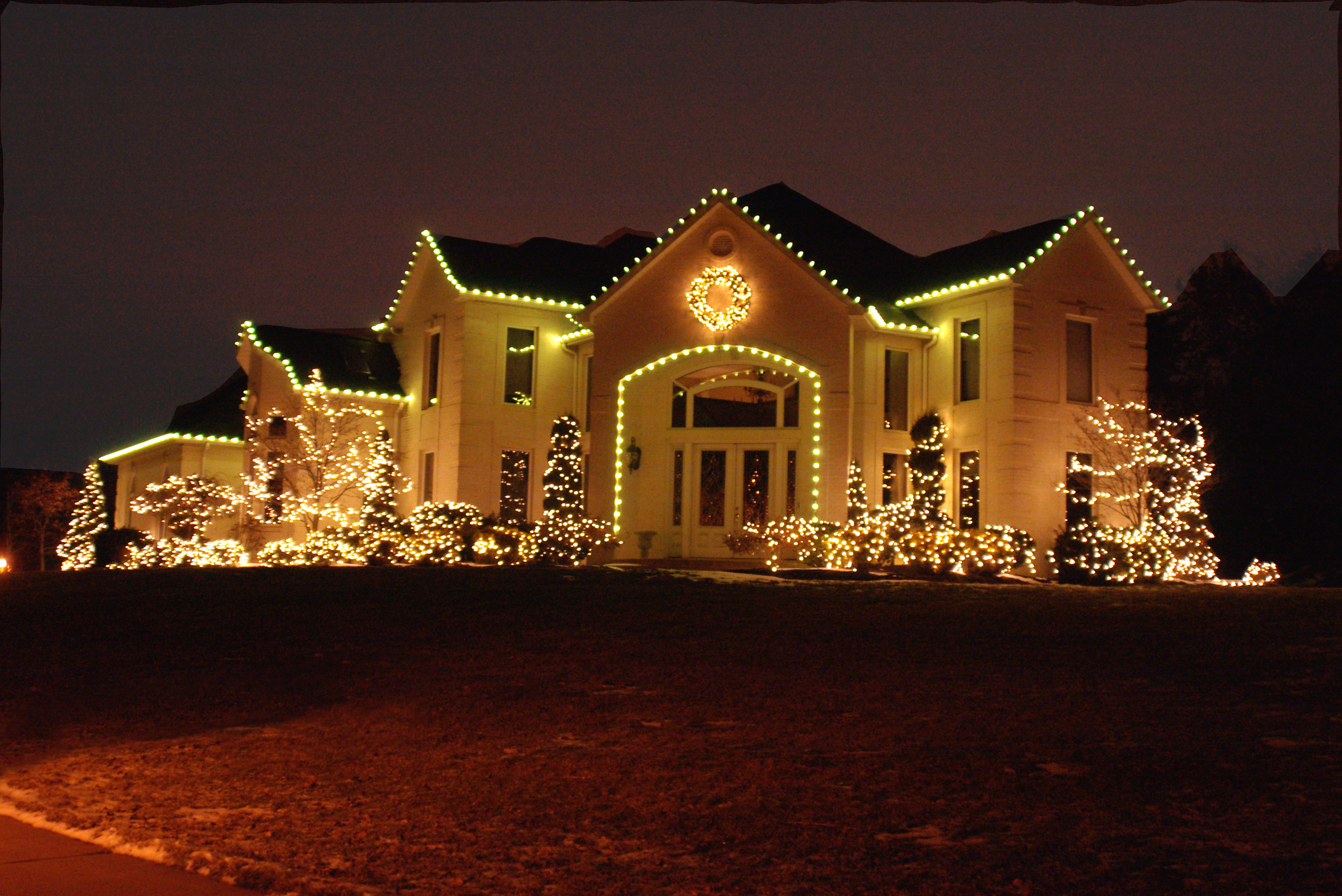 Outside christmas lights ideas homesfeed for Outer decoration of house