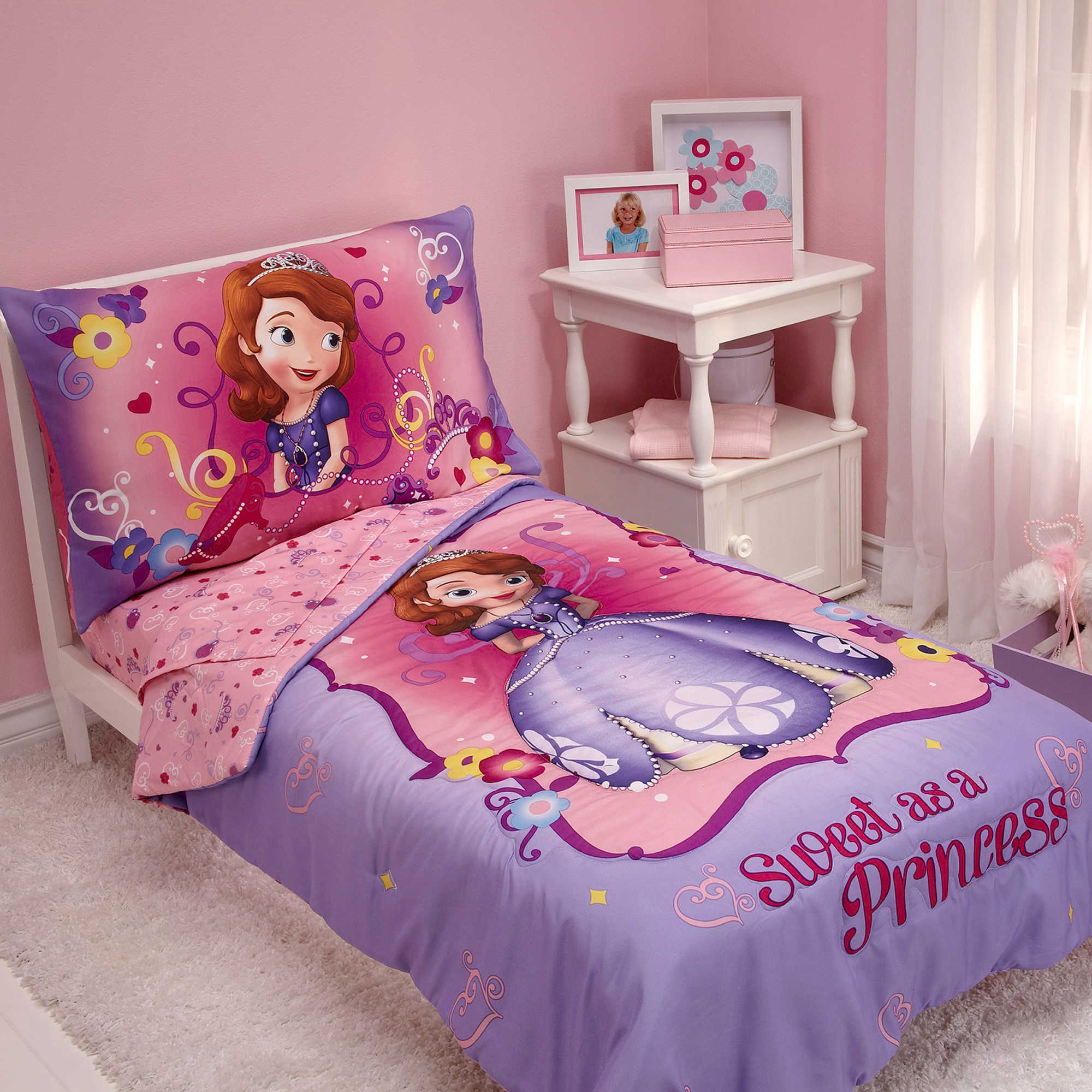 Bed sheets designs for girls - Princess Bed Sheet And Pillows Design For Girl Bedroom With Small Table And Cabinet