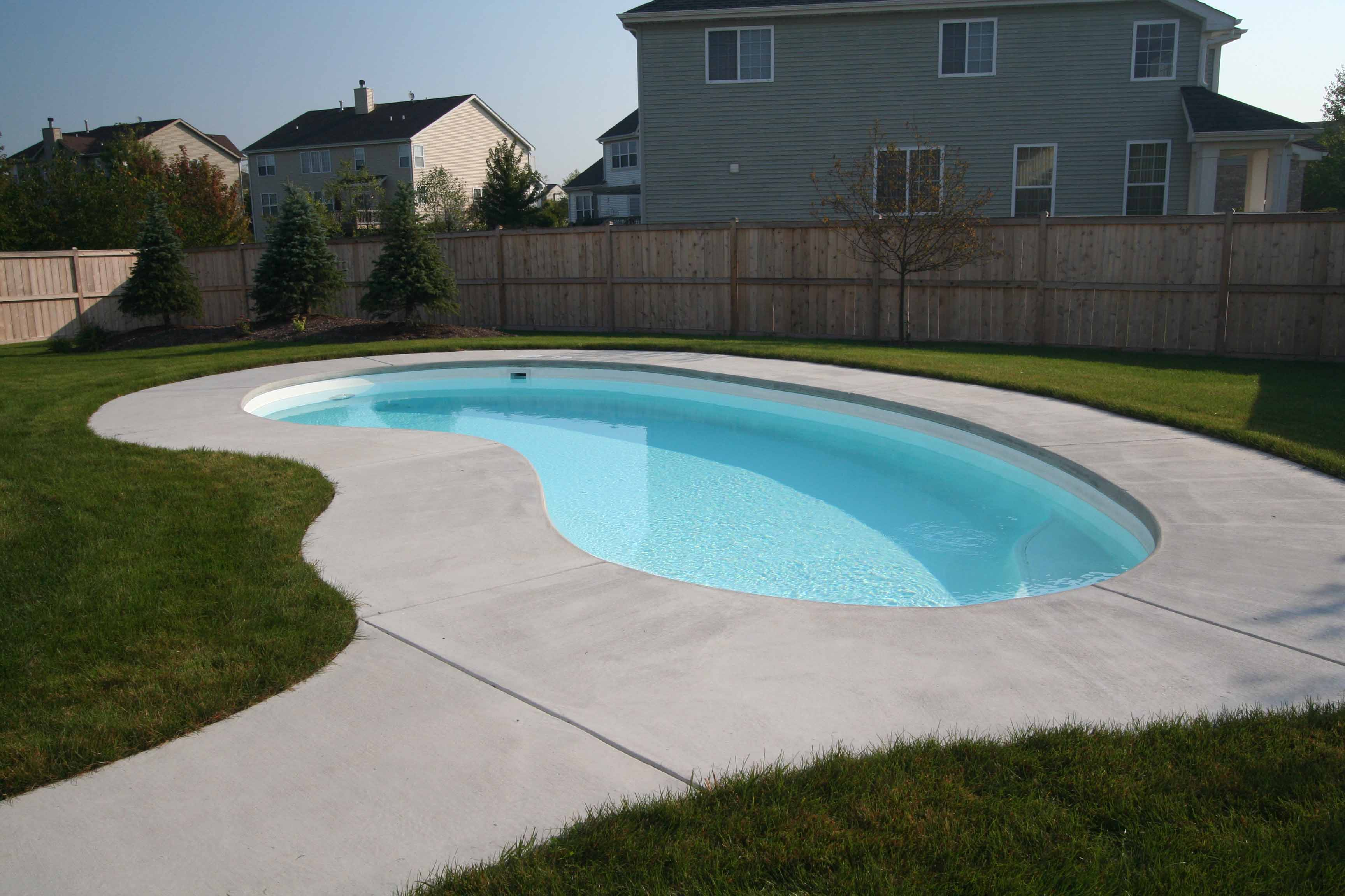 Swimming pool fibreglass ideas homesfeed Fibreglass pools vs concrete pools