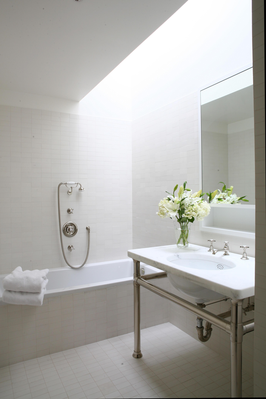 Bathroom Skylight Design Ideas | HomesFeed