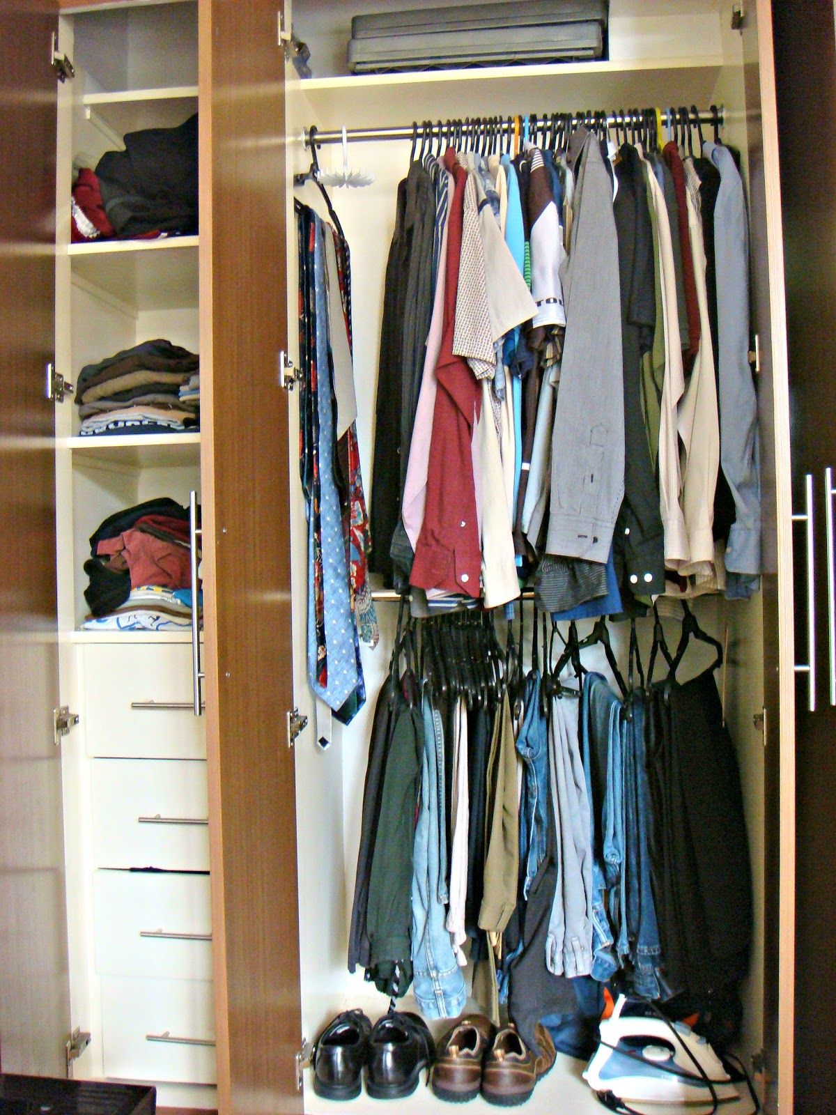 Small bedroom closet organization ideas homesfeed - Small space clothes storage pict ...