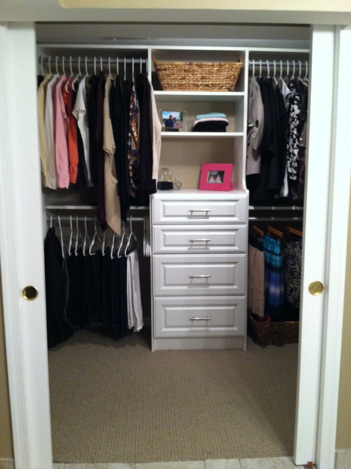 small bedroom closet organization ideas homesfeed. Black Bedroom Furniture Sets. Home Design Ideas