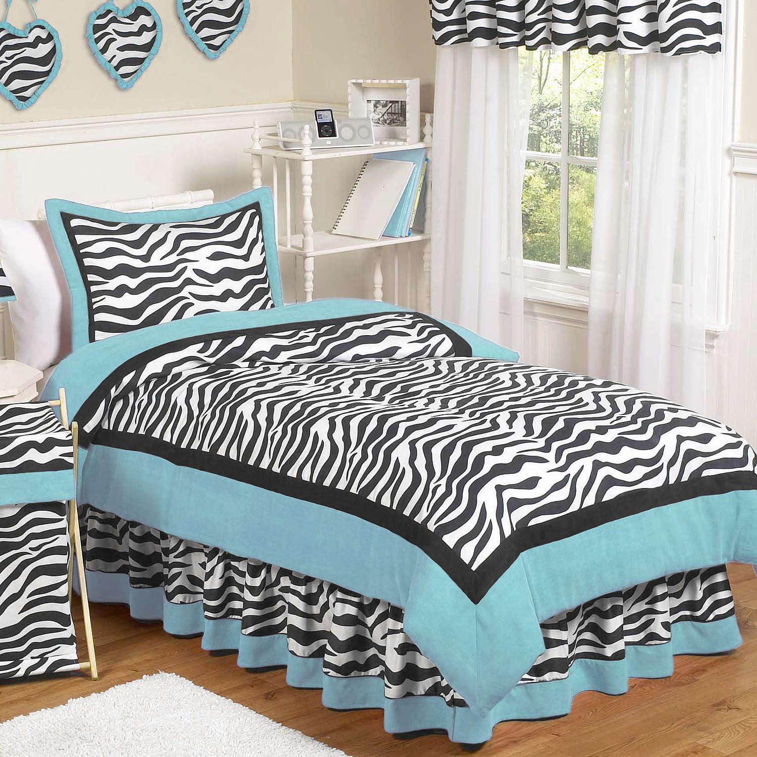 Turquoise Bed Sheet Combination Black And White In Minimalist Bedroom With  White Rug Table And Curtains