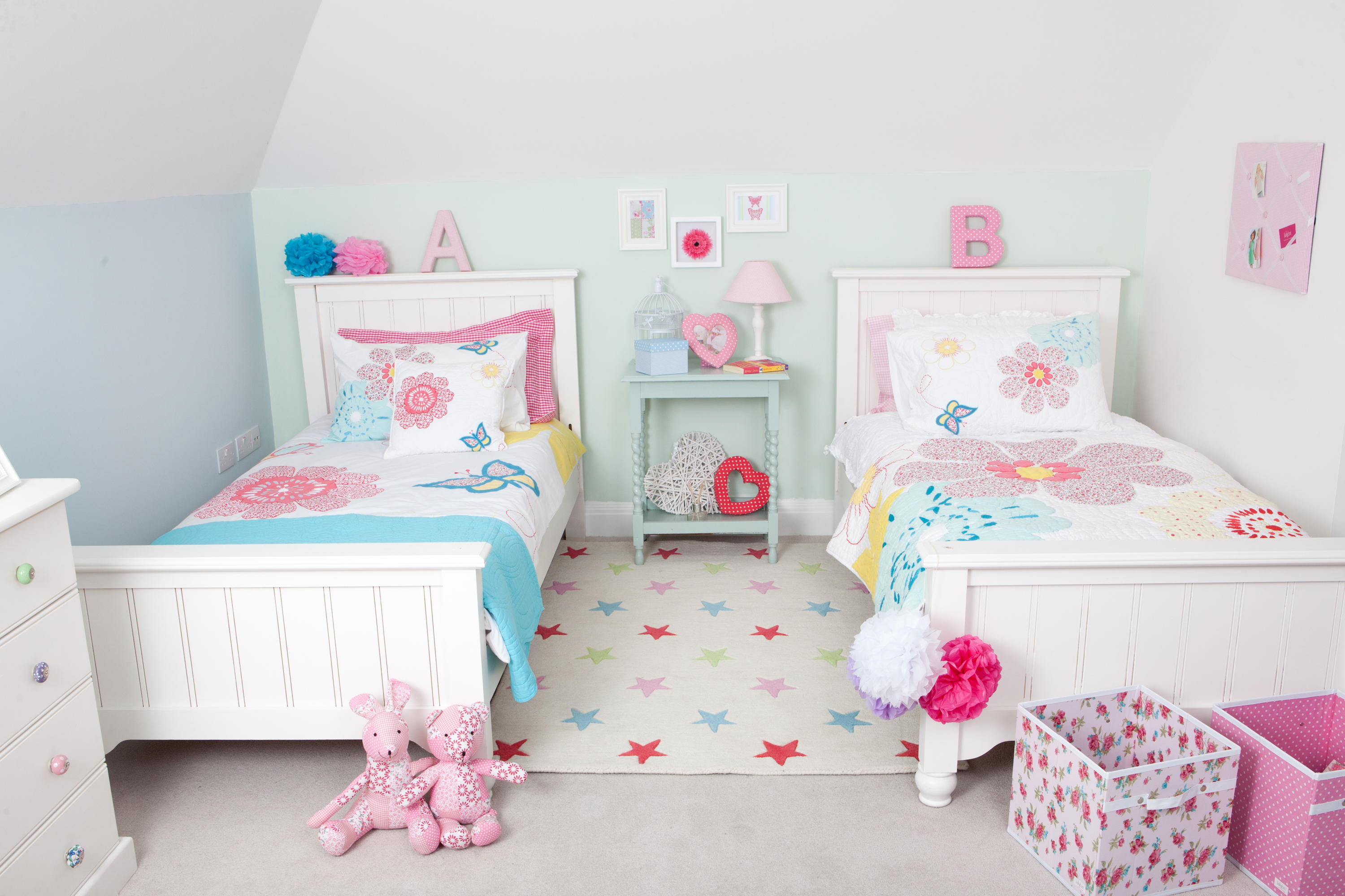 Kids room design for two girls - Two Sets Of Single Bed With Higher Headboard For Little Twin Girls A Light Blue Console