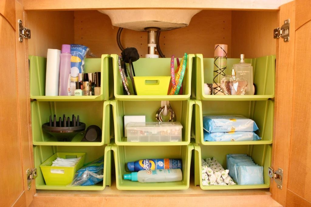 Brilliant bathroom cabinet organizers homesfeed for Bathroom closet organizer ideas