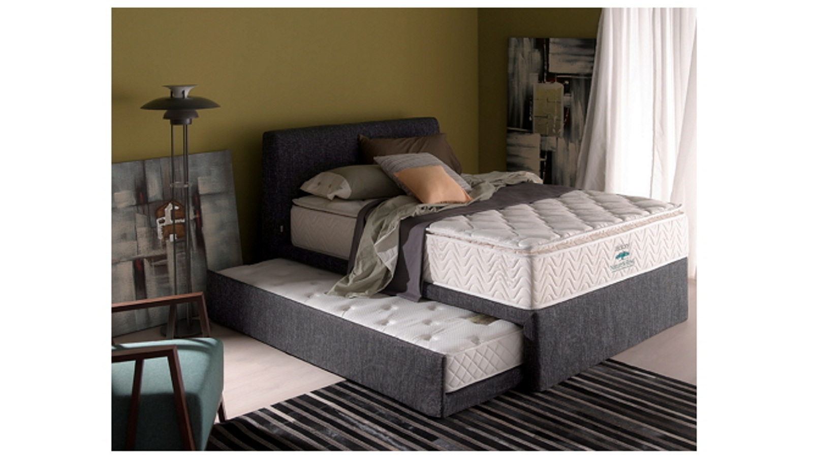 Pull out bed frame selections homesfeed for Bedroom ideas velvet bed