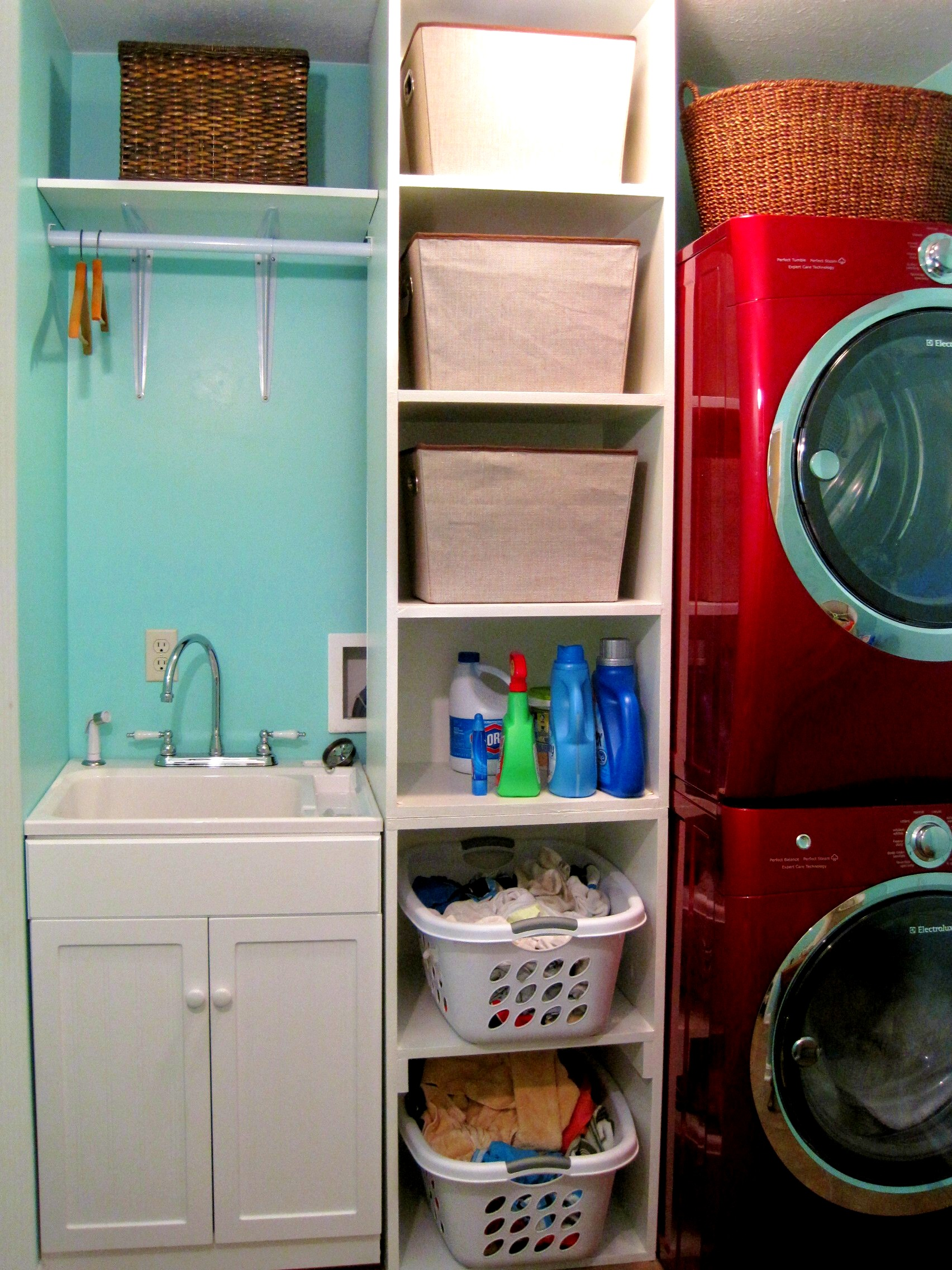 Shelving for laundry room ideas homesfeed Laundry room storage