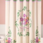 Victorian-Flower-Bouquet-Shower- Curtain-for-bathroom-with-pink-and-white-color-wall-and-white-towel-with-flower-picture-in-the-white-bathtub