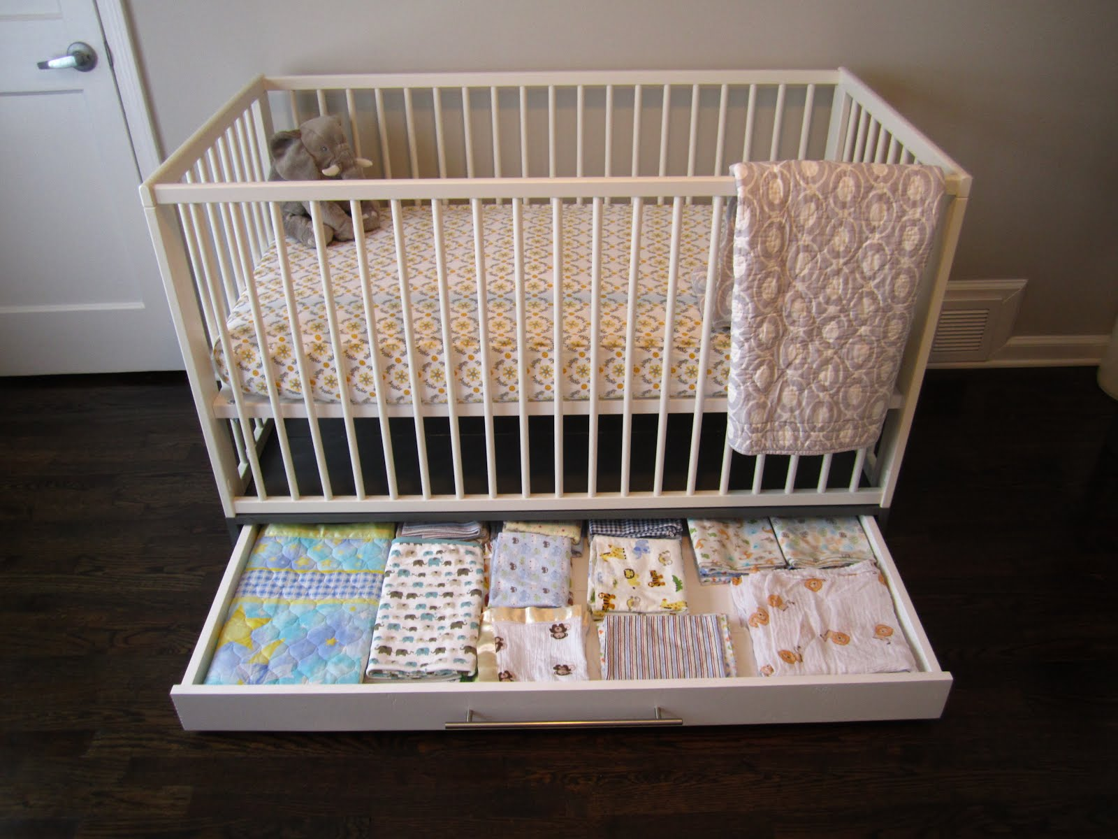 canada cribs with mattress larger l ikea s baby great hensvik condition crib gulliver view door white