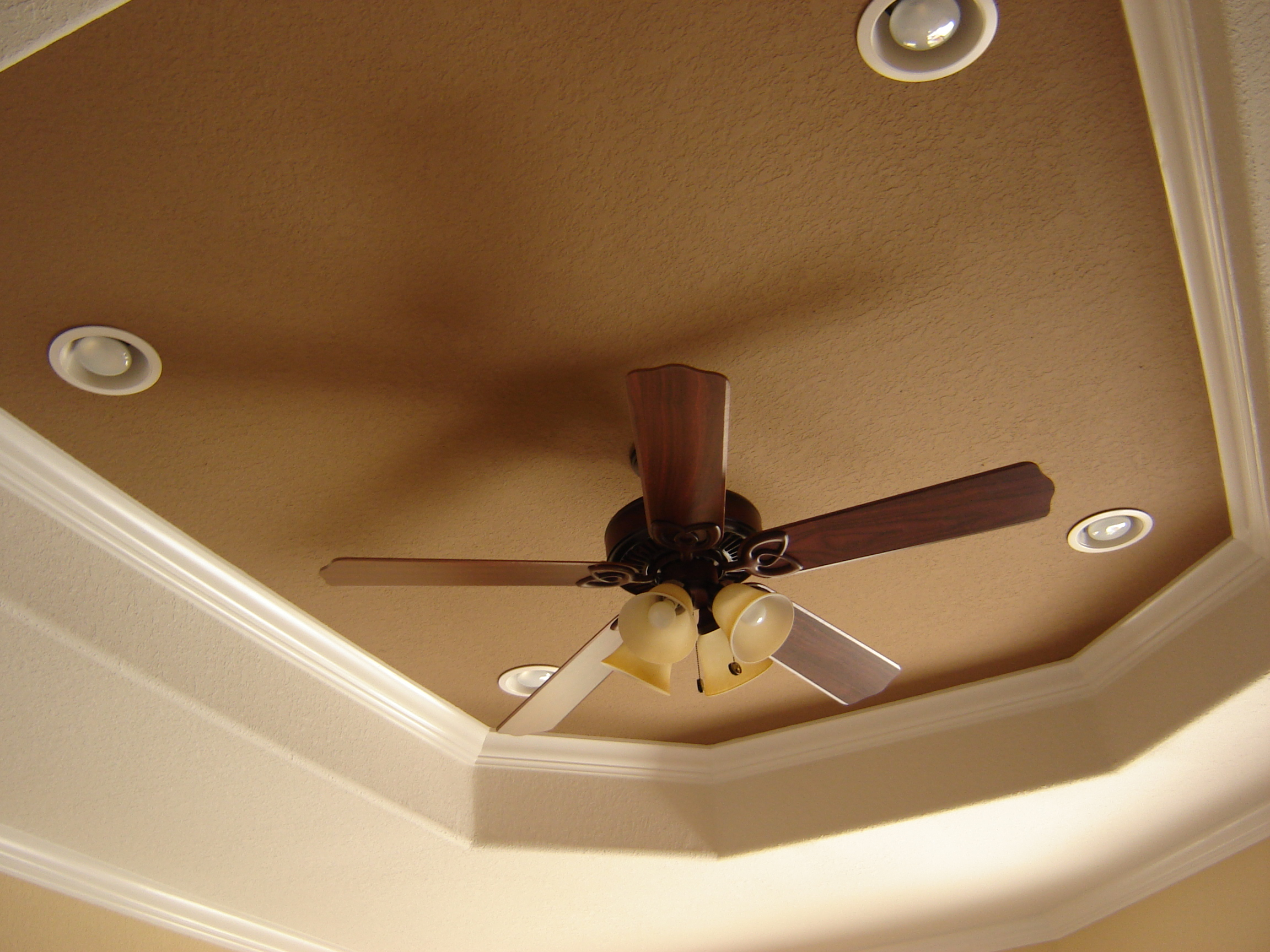 Recessed ceiling fan for a sleek ceiling look homesfeed for Ceiling fan size for room