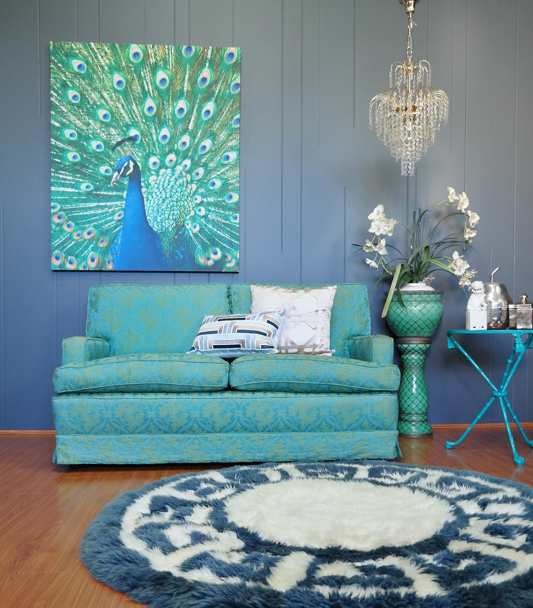Rug With Turquoise Sofa: How To Enrich Interior With Royal Turquoise Velvet Fabric