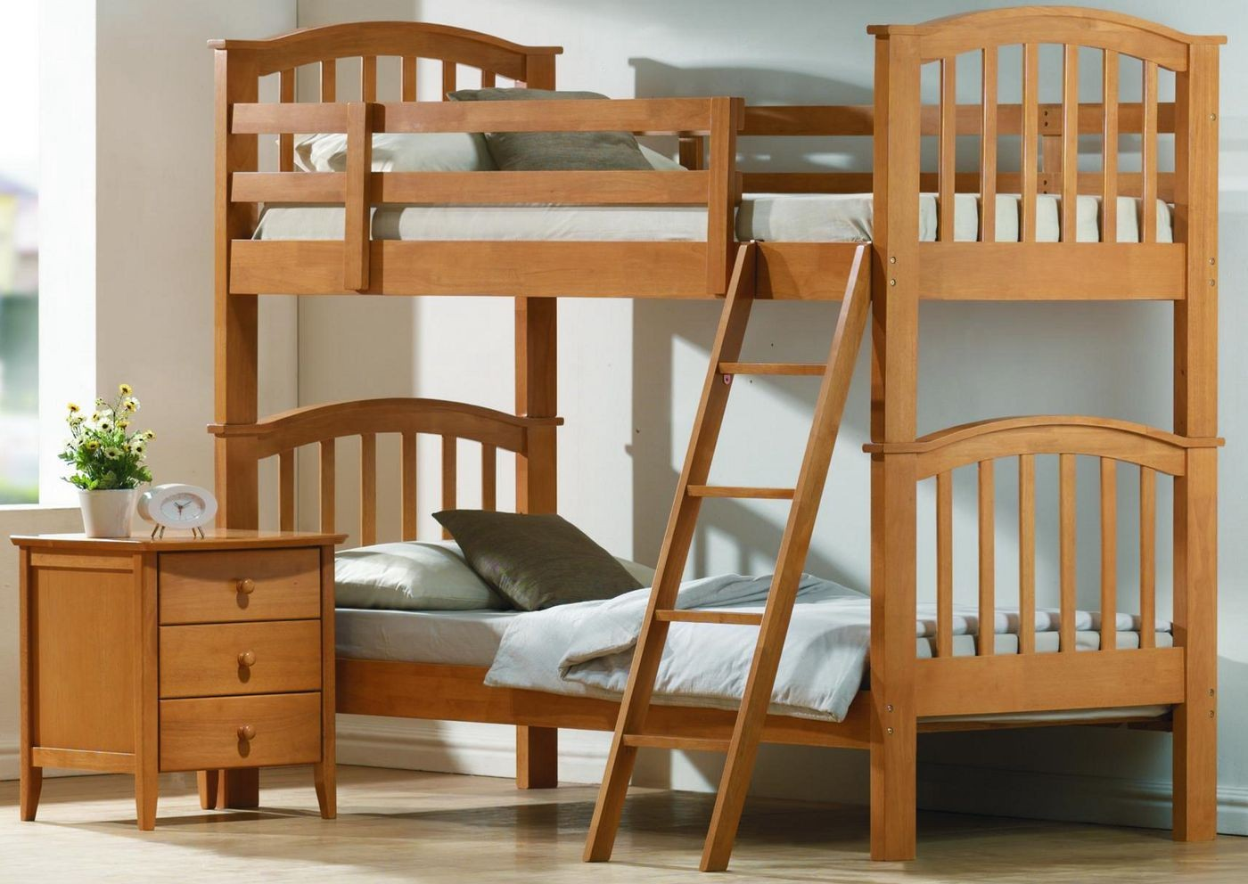 Complete your simple bedroom with low profile bunk bed for Bunk bed room layout