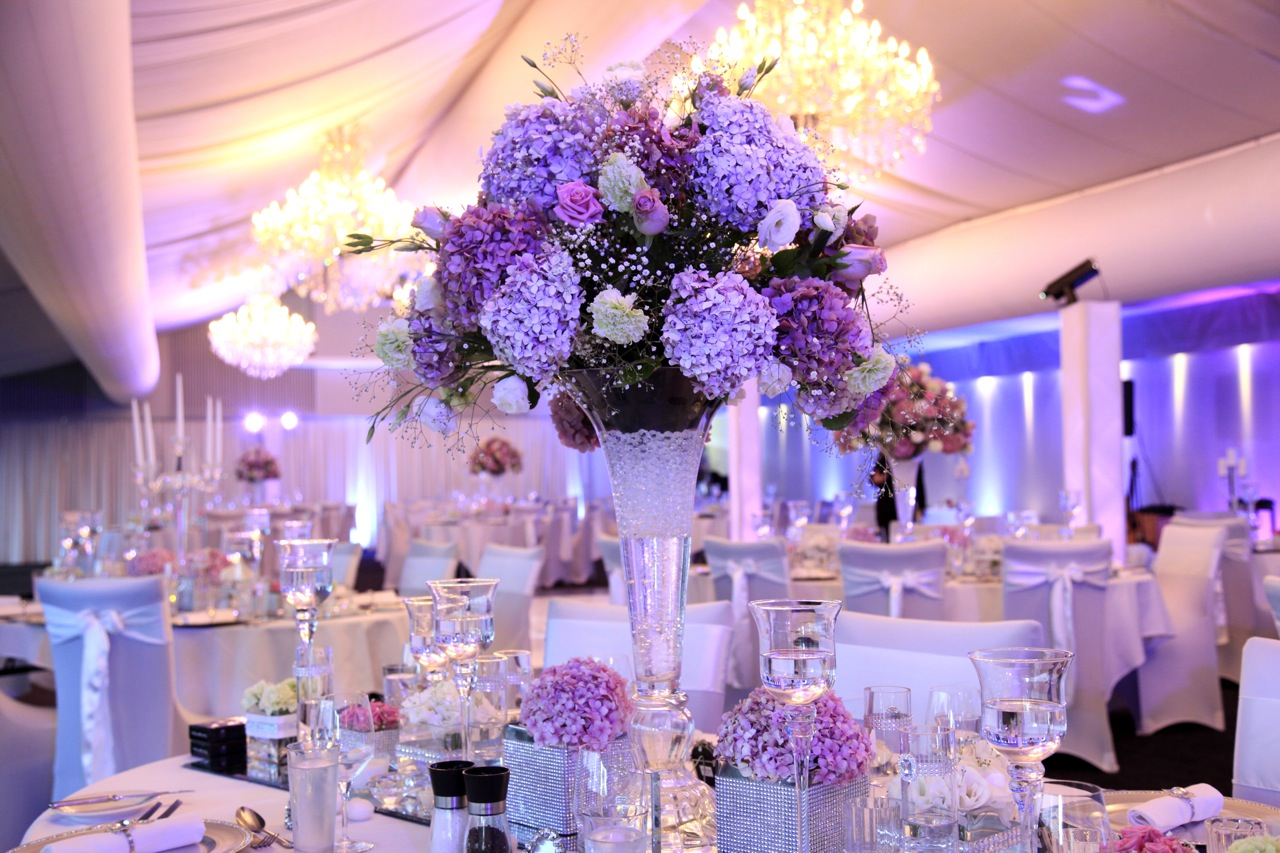 Beautiful centerpieces for your wedding reception homesfeed for Wedding banquet decorations