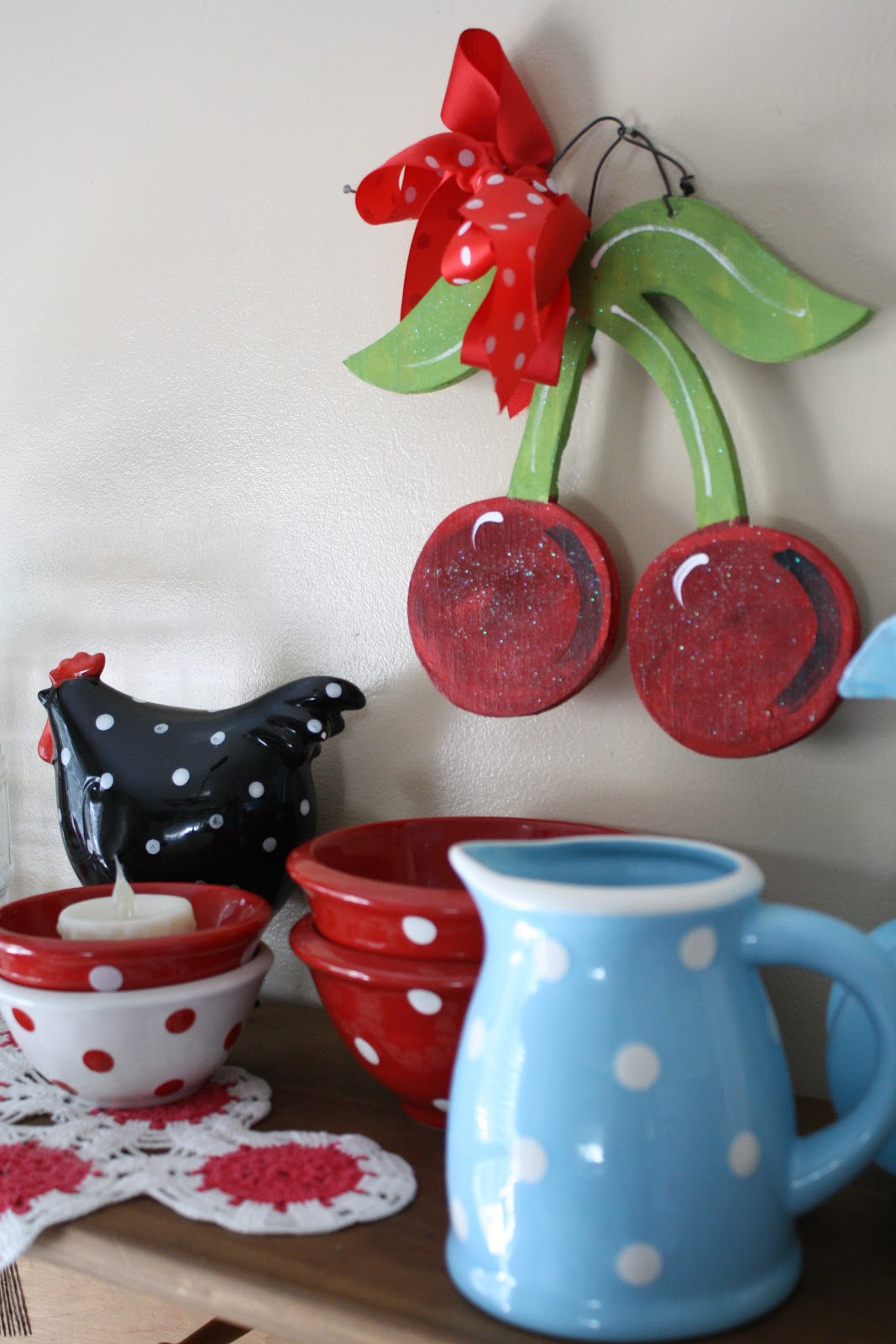 Some Cute Polka Dot Dishes For Christmas Celebration