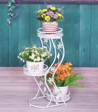 Apartment Garden With Wrought Iron Stand Homesfeed