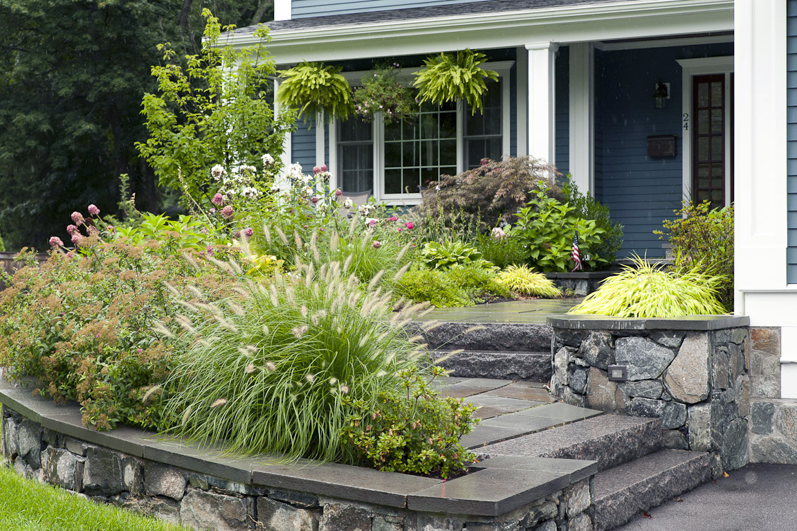 Front yard landscape plans you must see homesfeed for Front yard plant ideas