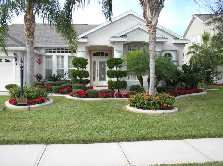 Beautiful house landscapes simple front yard landscape for Beautiful yard landscapes
