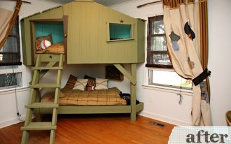green-tree-house-bunk-bed-design-with-ladder-and-gold-blankets-in-the-corner-with-white-wall-and-wooden-floor-near-windows