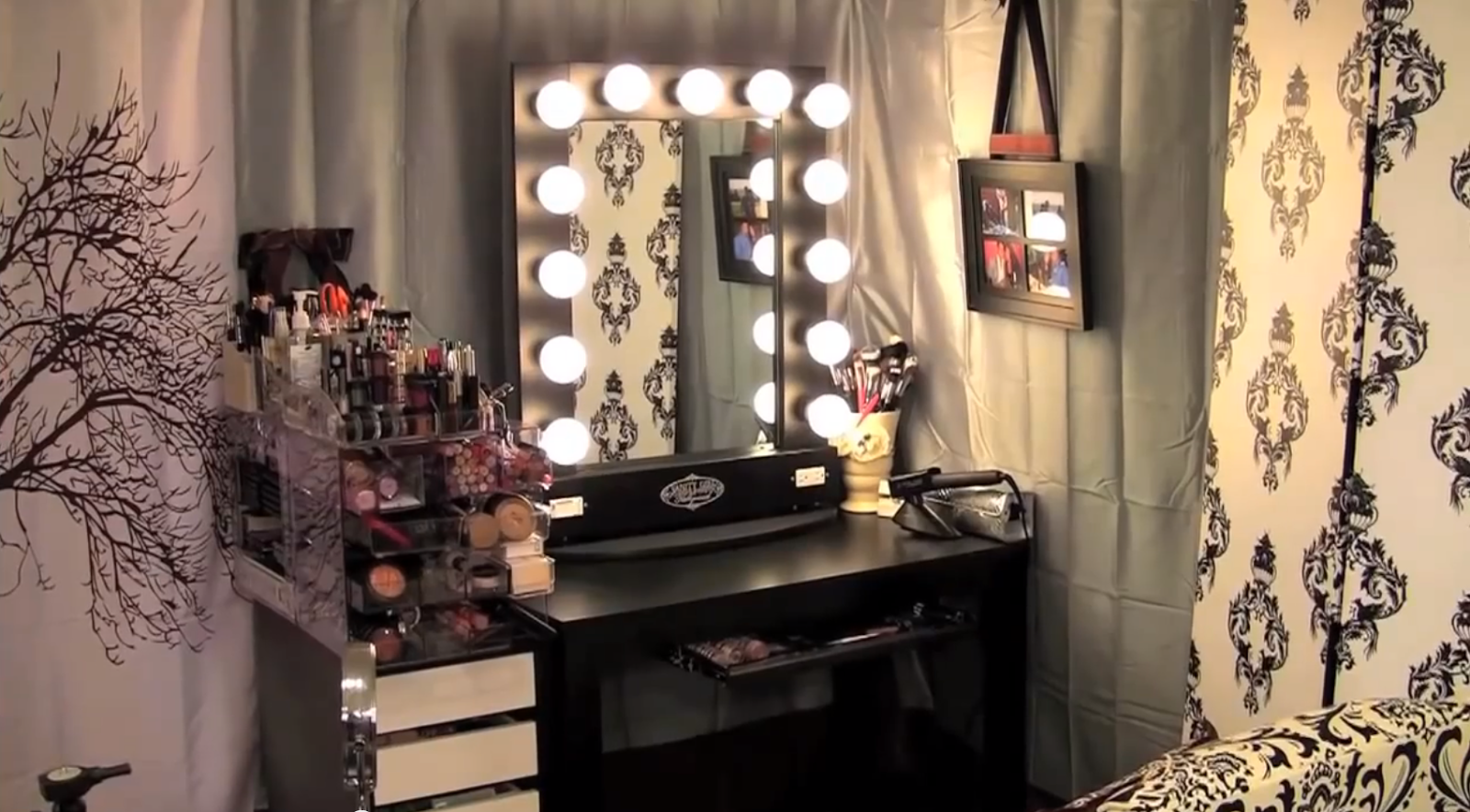 Vanity Mirror With Lights Hollywood Style : Vanity Tables with Hollywood Style HomesFeed