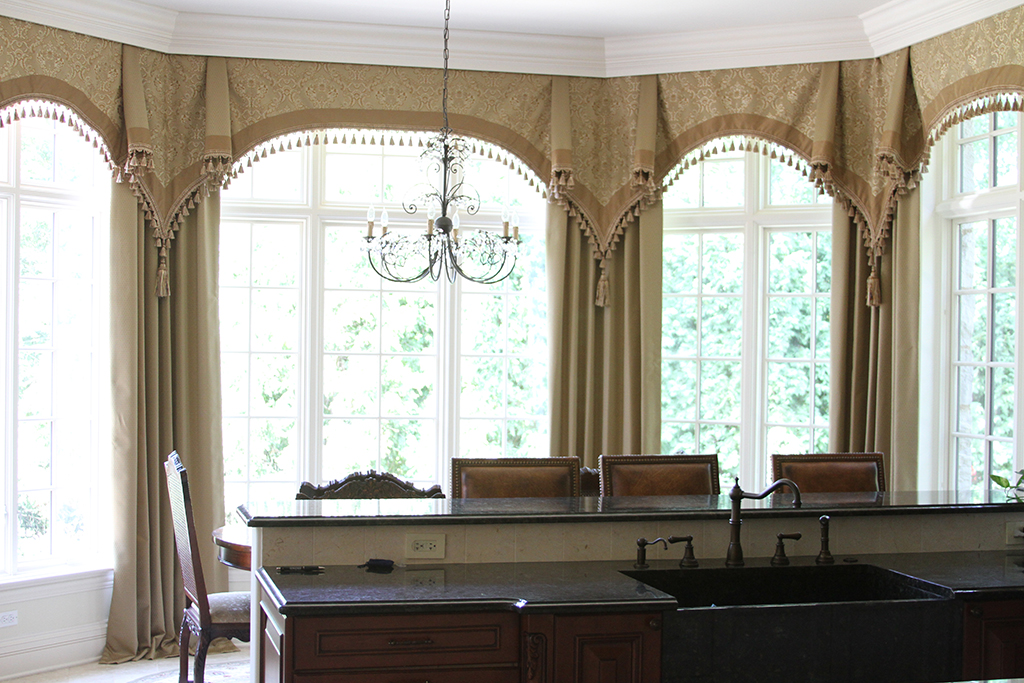 Perfect curtain rods for bay windows homesfeed for Coverings for bay windows