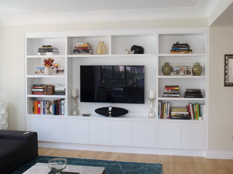 Modern and classy in wall entertainment center with storage for media and book accessorized with decorative