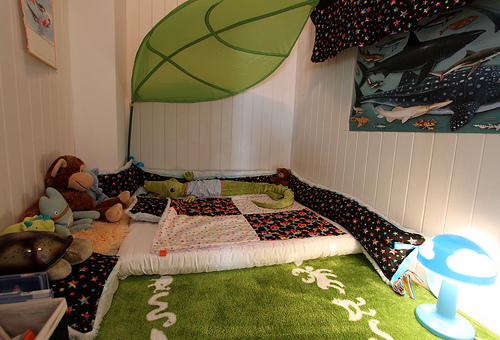 nice-toddler-floor-bed-with-lova-leaf-canopy- & Nice Toddler Floor Beds | HomesFeed