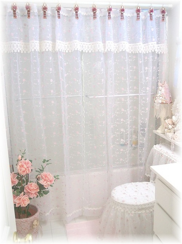 Classic and Lovable Victorian Shower Curtains | HomesFeed