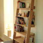 rustic-ladder-shelf-with-solid-raw-oak-leaning-shelf-unit-to-store-books-novels-photos-CDs-and-clock