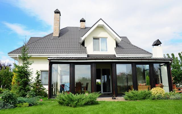 Simple Black And White Drean House Design With Large Garden Green Grassy Meadow