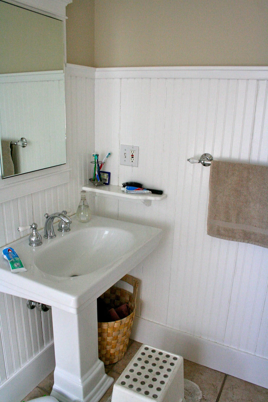 Bathroom with Beadboard – Classic Style | HomesFeed