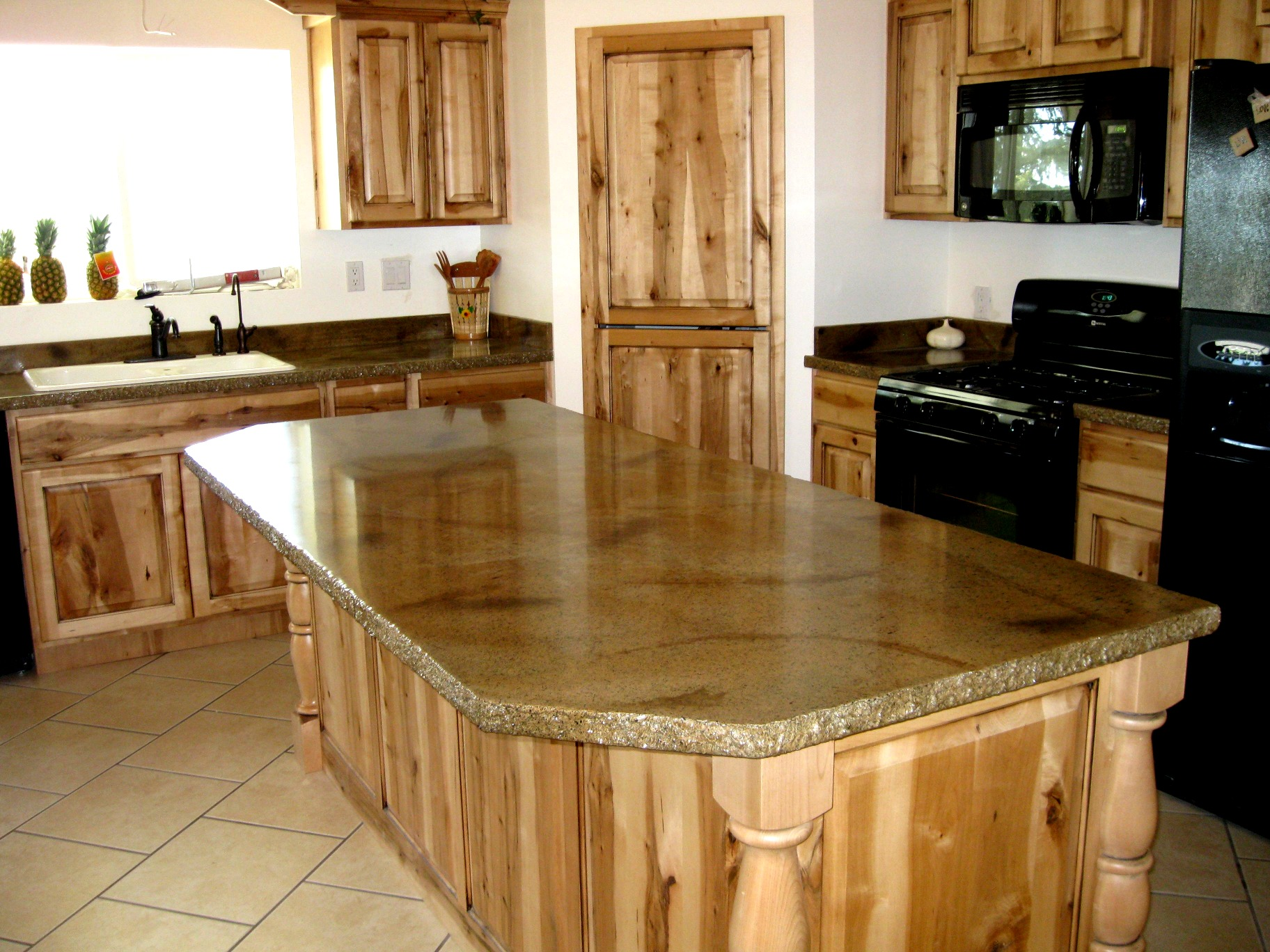 Kitchen With River Gold Granite – Luxurious Accent