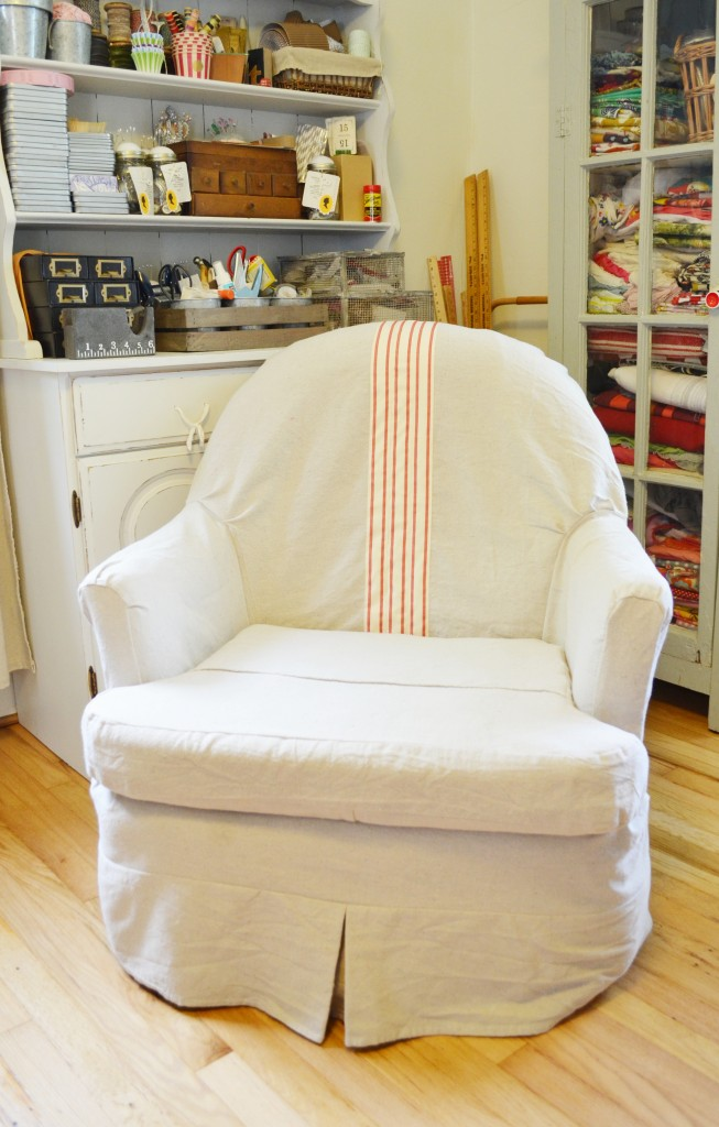 Merveilleux Slip Cover For Chair In White With Striped Accent Plus Bookshelf And Light  Wooden Floor