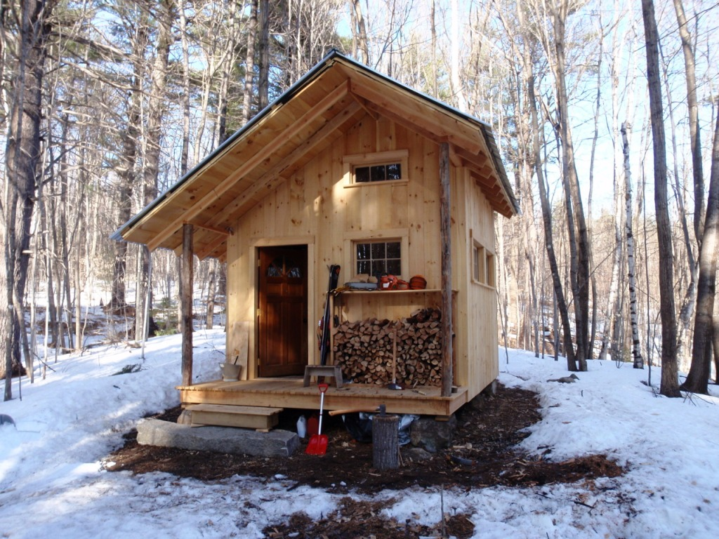 Small rustic cabin country living style homesfeed for Tiny cabin designs