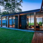 Tropical Design Of Beach Villa Design With Open Concept With Grassy Courtyard With Wooden Flooring