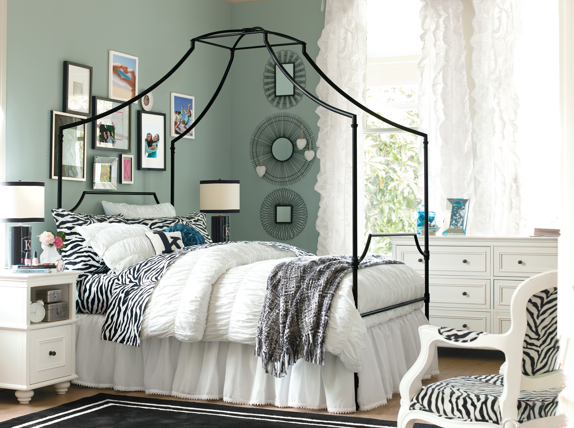pottery barn bedding teen style homesfeed. Black Bedroom Furniture Sets. Home Design Ideas