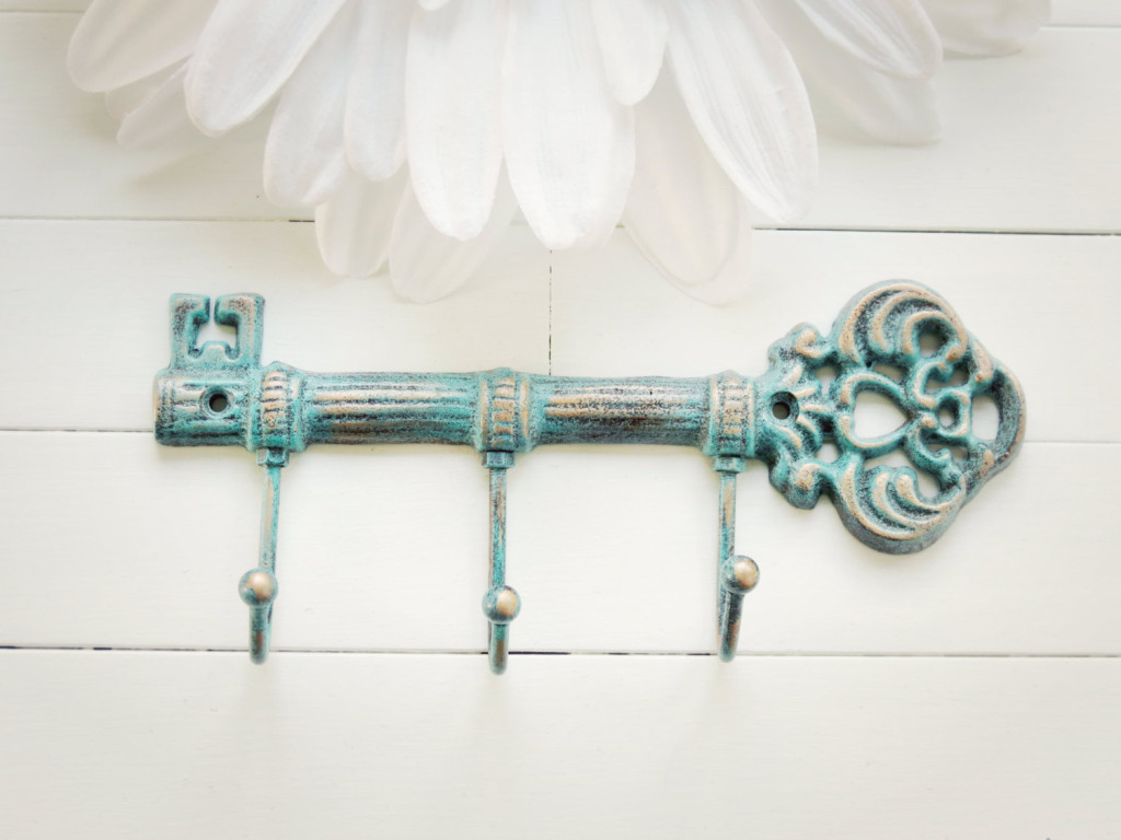 Stylish key rack wall for your house homesfeed - Vintage hotel key rack ...