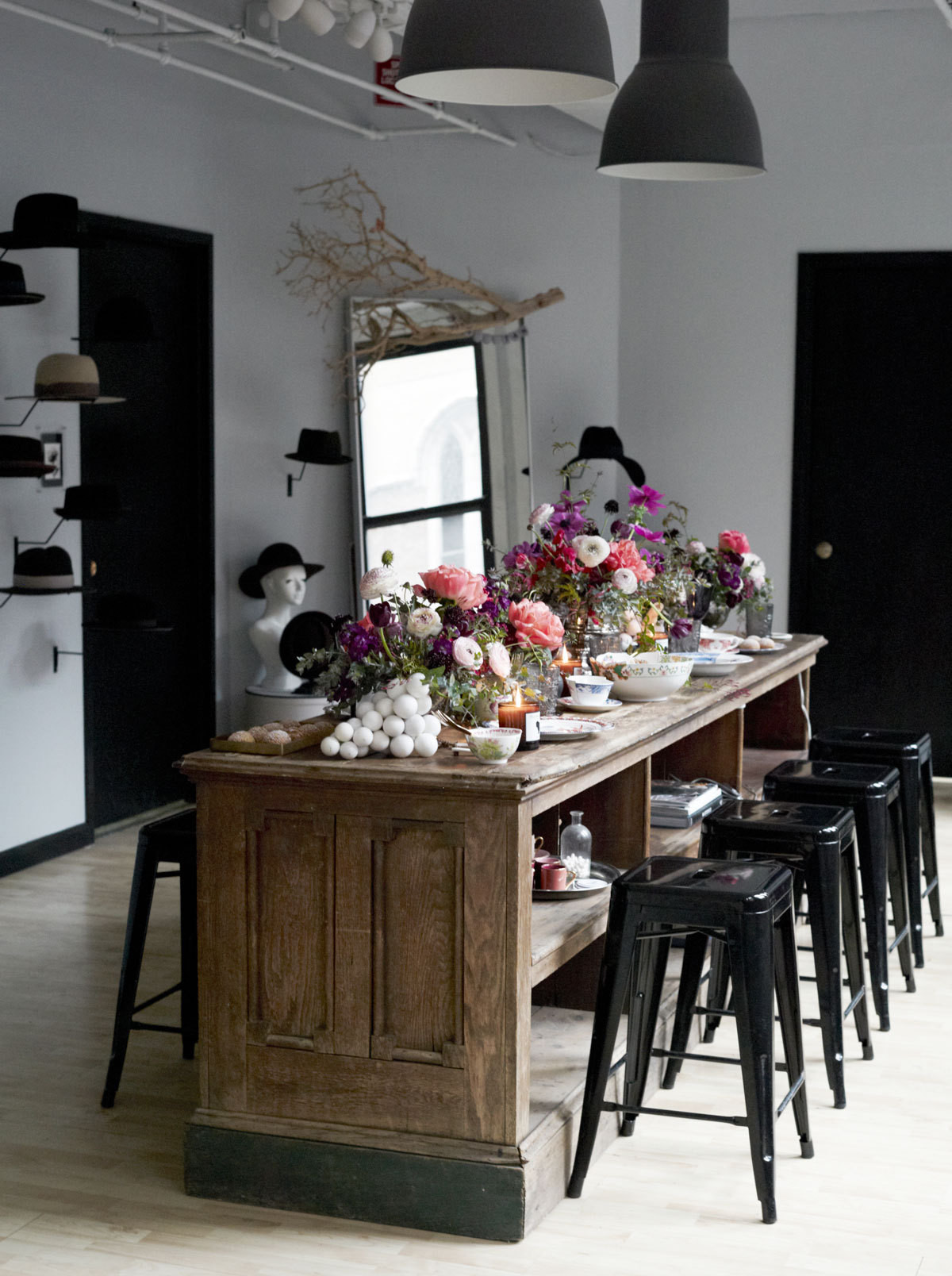 Vintage Dining Table – Coloring Interior with Vintage Appeal | HomesFeed