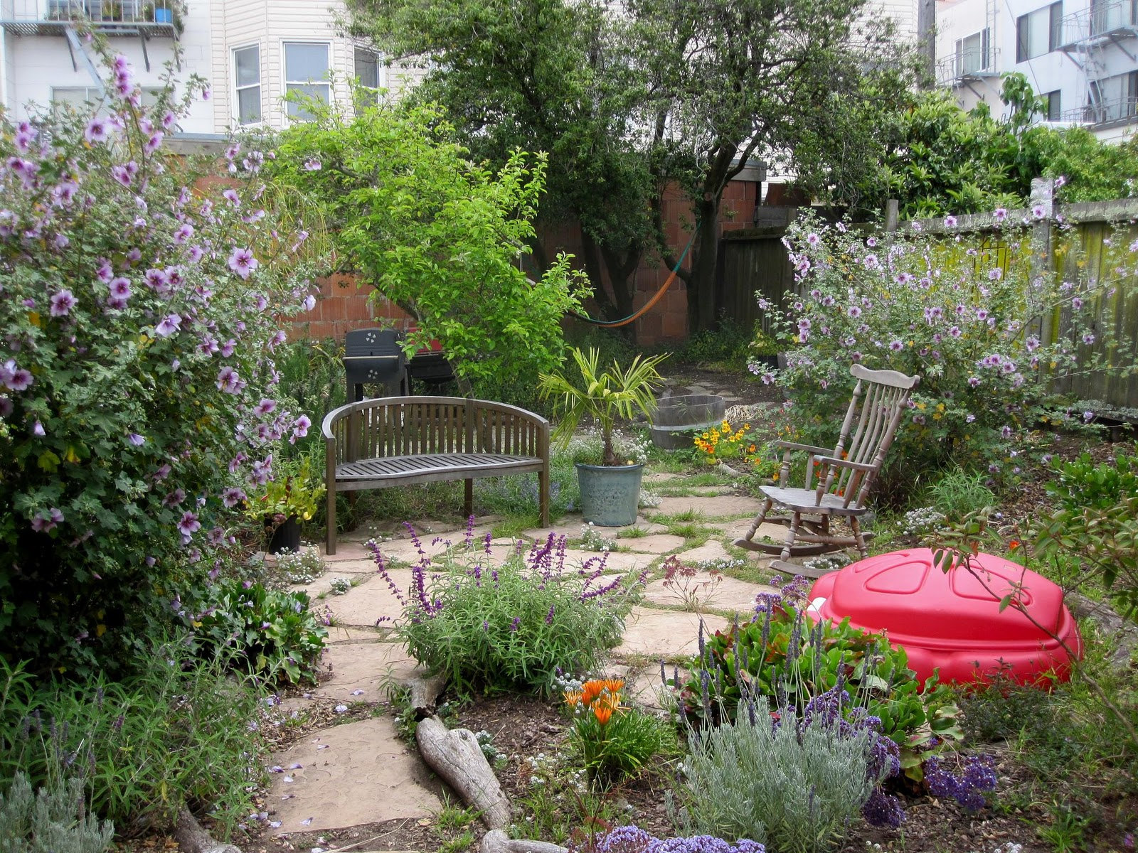 Backyard Garden Design Ideas | HomesFeed